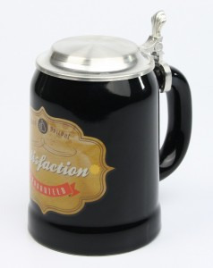 Vintage-Bierkrug-Satisfaction-guarateed-schwarz-ZD-4